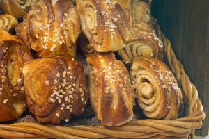 Sokeriton ja vehnätön kanelipuusti